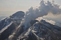 Flight tours of the Kenai Peninsula's four active volcanoes are available all summer long.